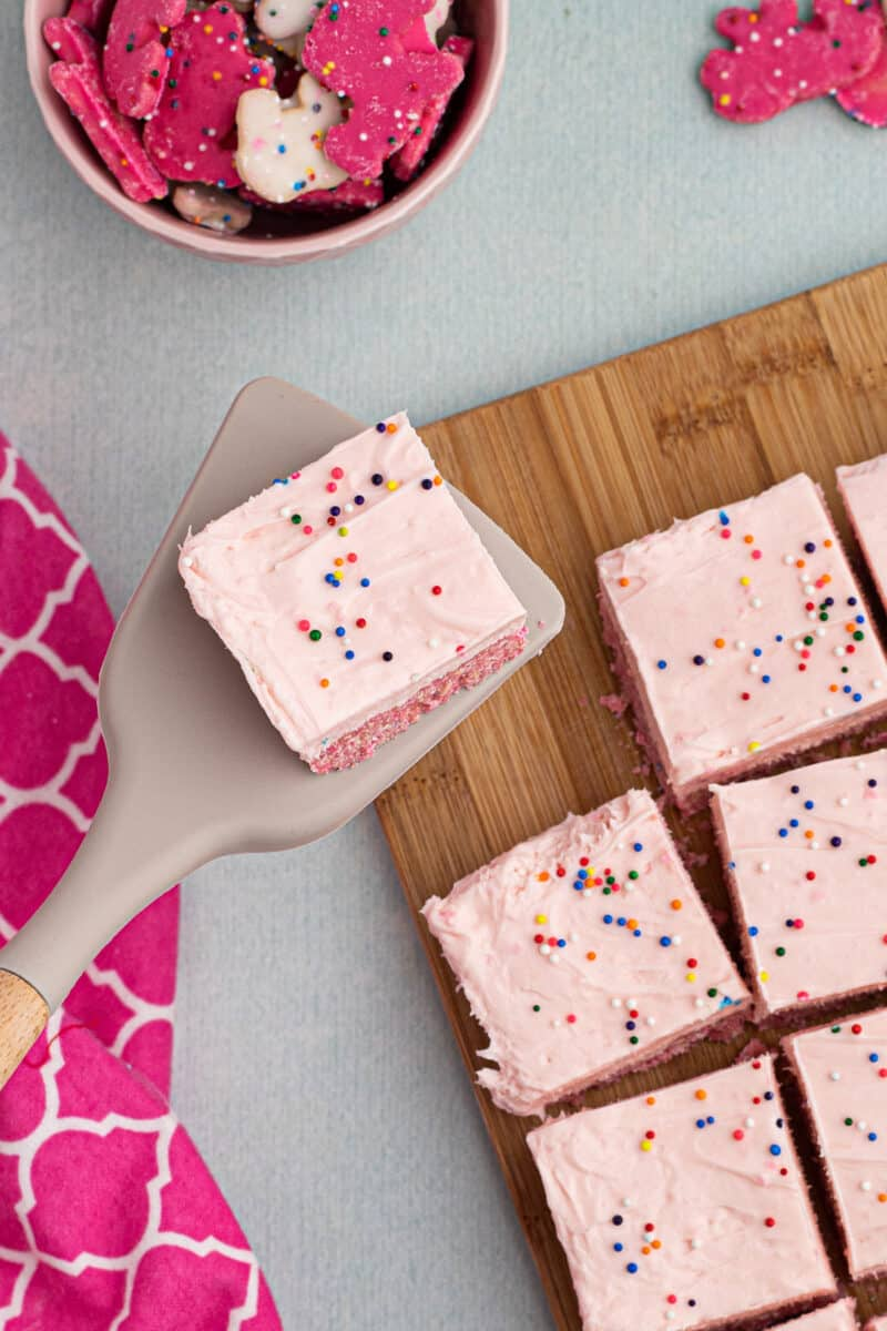 slices of no bake cheesecake made from circus cookies
