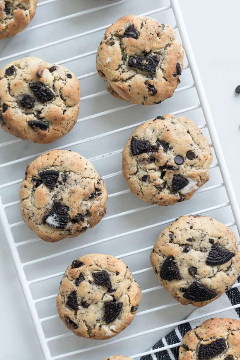 cookies and cream cookies on cooling rack
