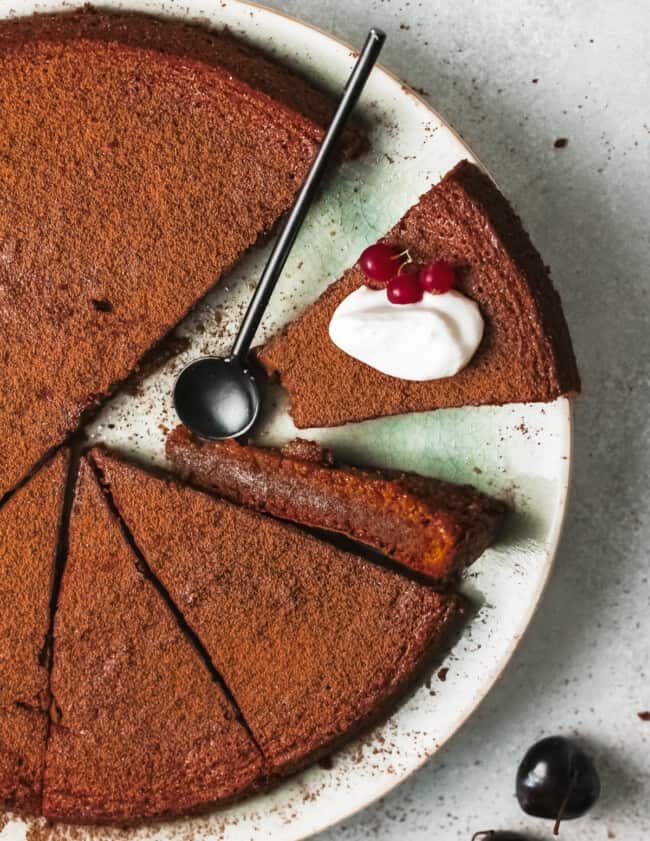 flourless chocolate cake overhead image