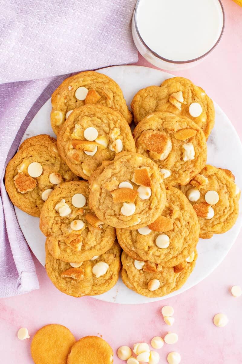 overhead platter of banana pudding cookies
