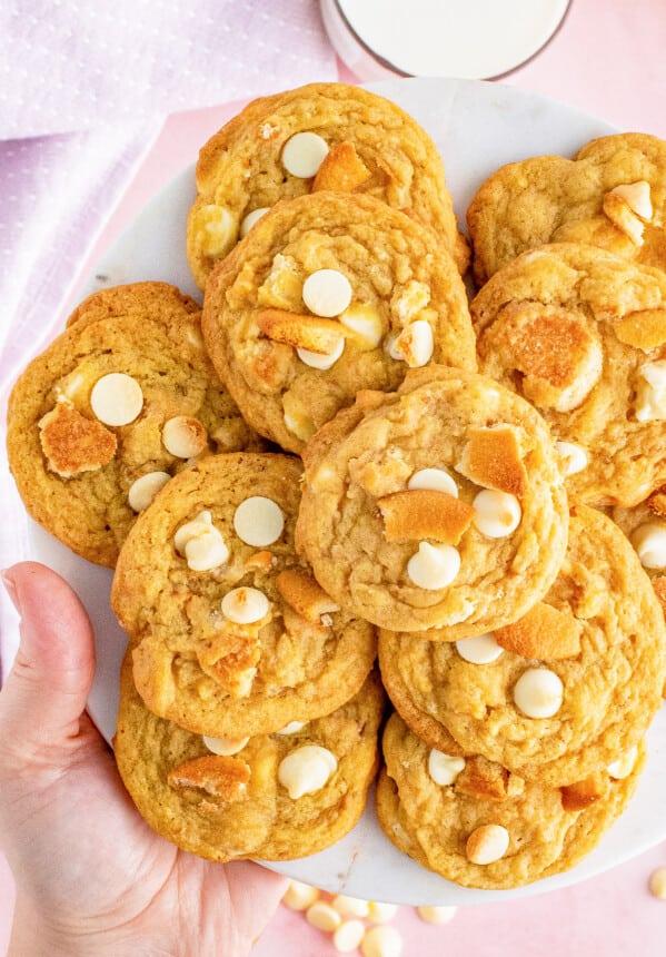 hand lifting up overhead platter of banana pudding cookies
