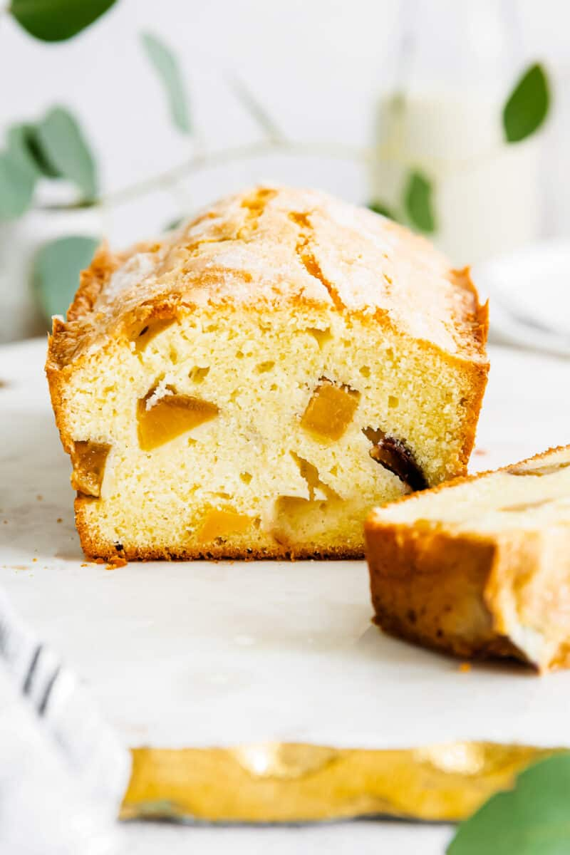 pound cake with fresh peaches sliced